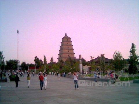 图片 位于古城西安南门外,北邻唐代小雁塔