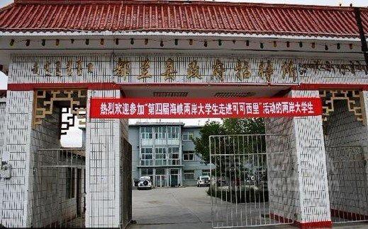 德令哈诚信宾馆 青海省海西蒙古族藏族自治州德令哈市连湖路十字路口