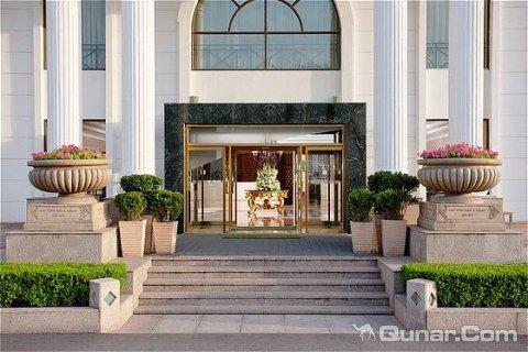 北京月亮河温泉度假酒店地处通州古运