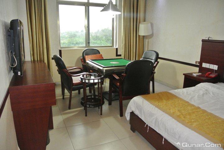 九龙温泉度假酒店 查看澄迈裕丰豪商务酒店附近的公交站 月亮