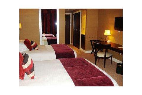 迪拜布斯坦罗塔娜酒店