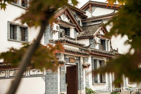 丽江逸都花园别墅附近的五四广场别墅图片