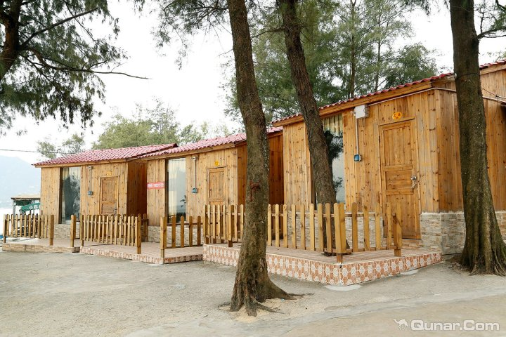 深圳西冲海韵沙滩小木屋