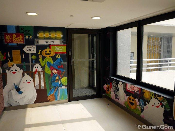 有趣的手绘墙画,广阔的室外活动空间,免费使用的电脑房,阅读室,自助