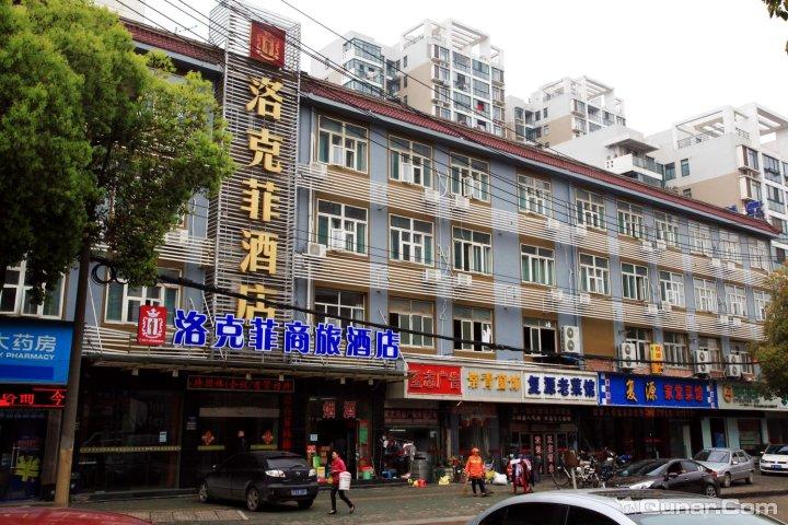 武汉市江汉区红旗渠路1号常青路与红旗渠路交叉路口/正对常青公园大门