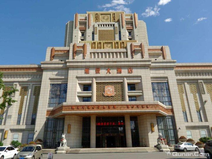 龙港区 >> 酒店   地址(位置,怎么去,怎么走):  葫芦岛市龙港区龙湾