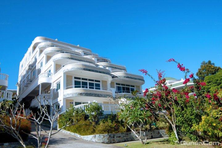 长滩岛上没有飞机场,需飞往最近的两个机场(boracay或caticlan机场)