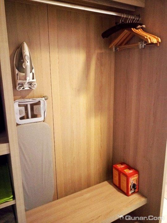 北欧风格衣柜写字桌