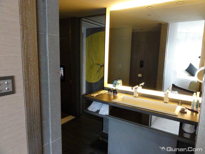 这次算是比较幸运. 此家酒店多处充满设计感的公共区域相信.