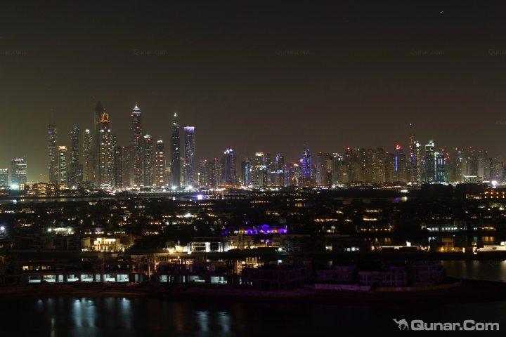 广州西塔夜市风景图片.