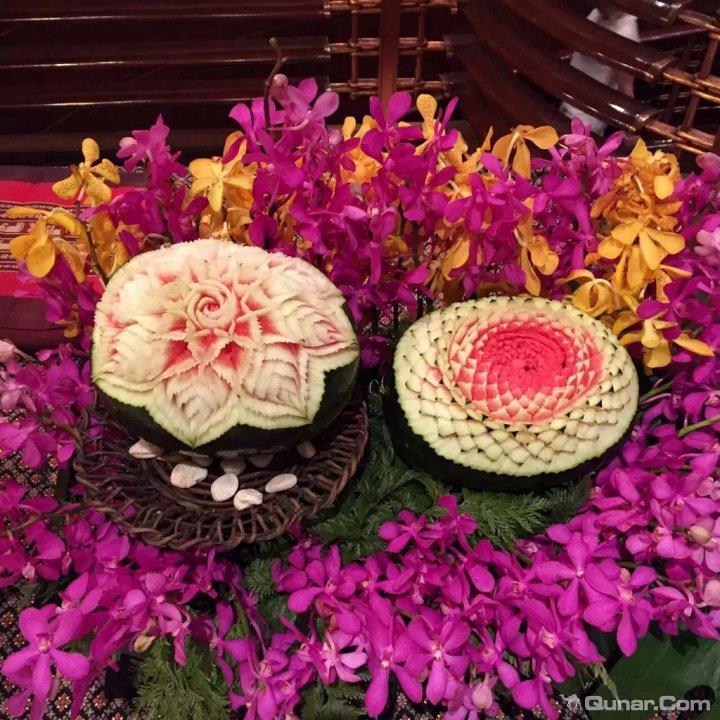 黑白花纹样式,在曼谷这样的气温下很讨巧;  送的欢迎水果是火龙果图片